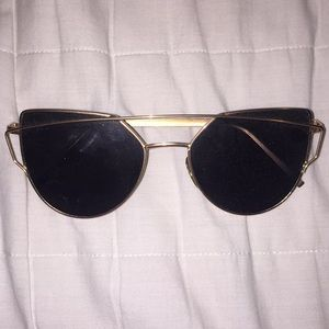 Accessories - Gold sunglasses